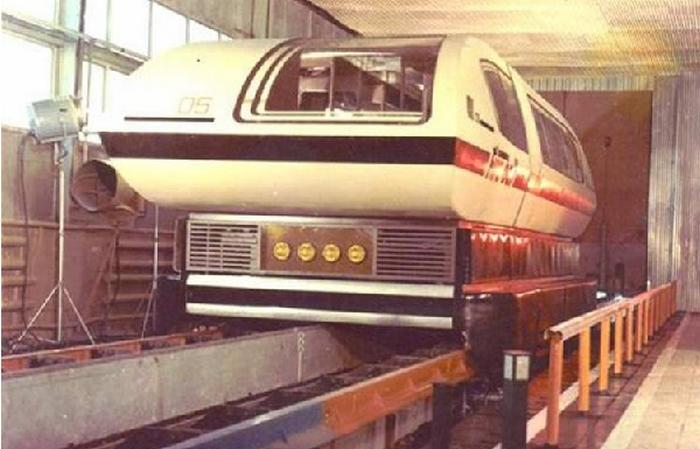 Советский поезд на магнитной подушке.