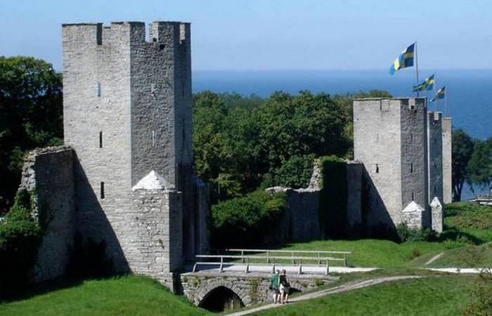 Ворота и крепостная стена города Висбю.
