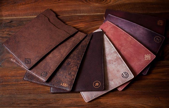 Миниатюрный дизайн, отменный стиль делают сей кошелек отличным выбором.