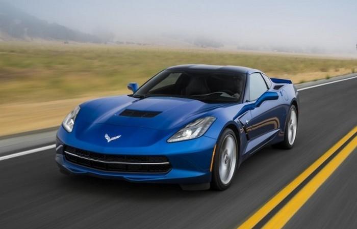 Автомобиль Chevrolet Corvette Stingray.