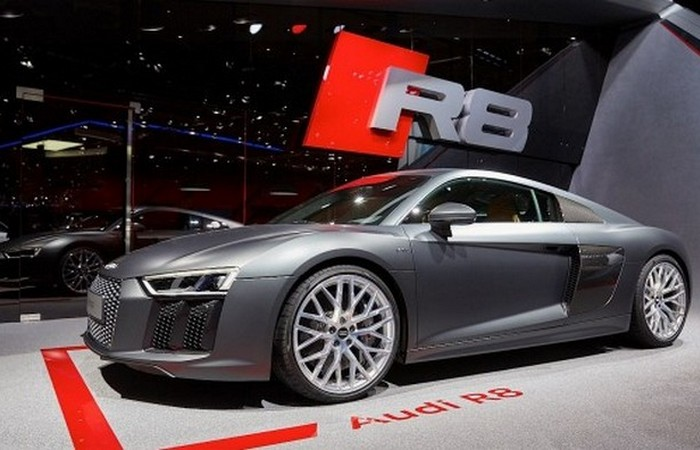 Автомобиль Audi R8.