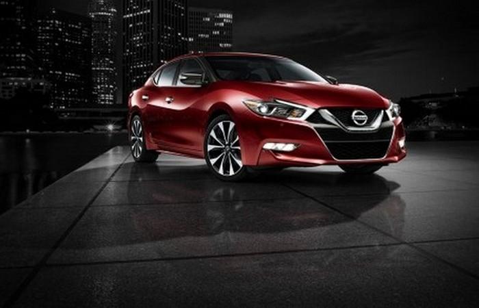 Автомобиль Nissan Maxima.