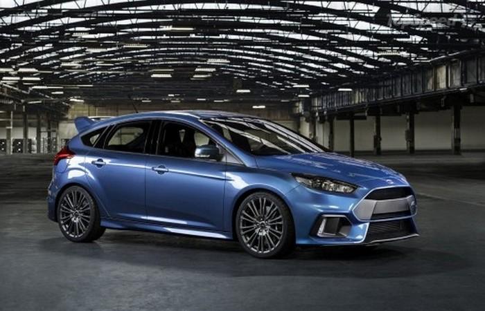 Автомобиль Ford Focus RS.