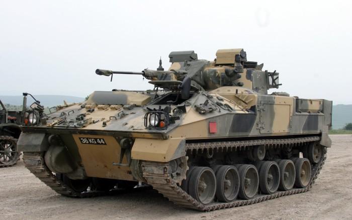 Warrior - боевая машина пехоты.