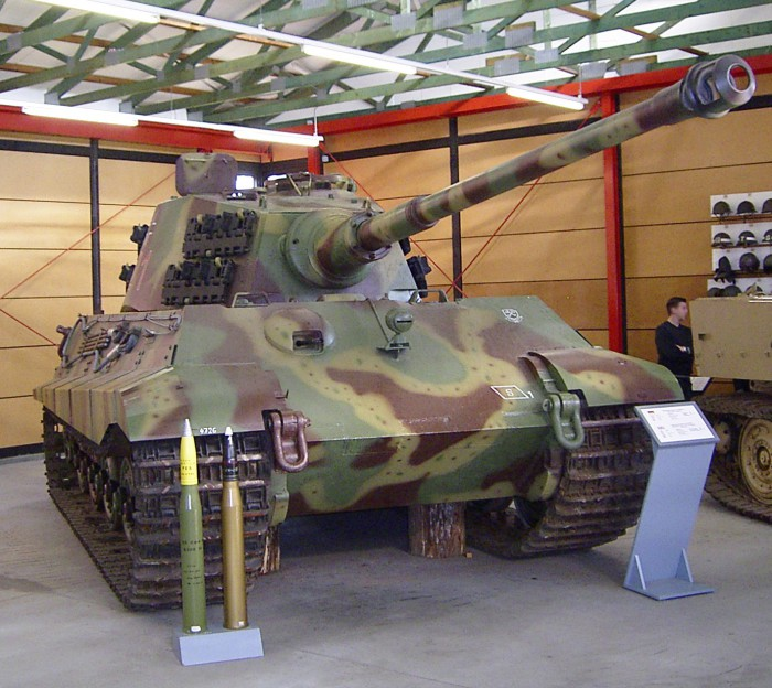 Тяжёлый танк Tiger II.