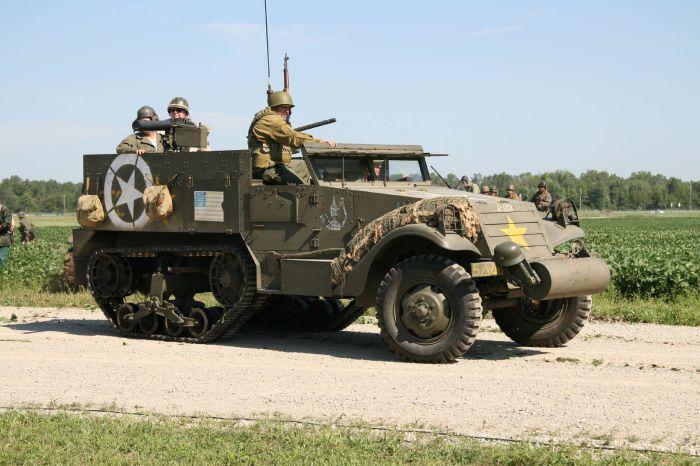 Бронированный автомобиль M3 Half-track.
