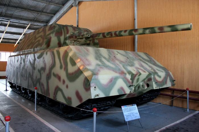 Сверхтяжелый немецкий танк Maus.