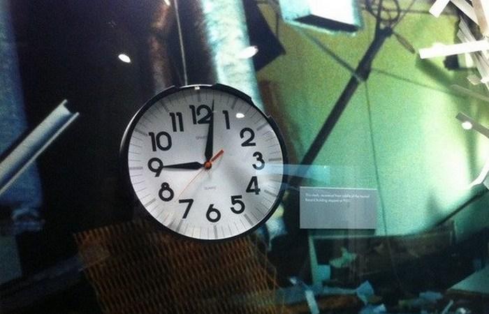 Остановившееся время: часы здания Марра.