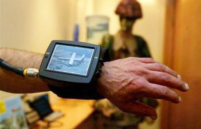 Высокотехнологичные армейские наручные часы.