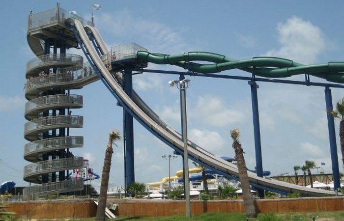 Водная горка: «Cliffhanger/T5 Twisters».