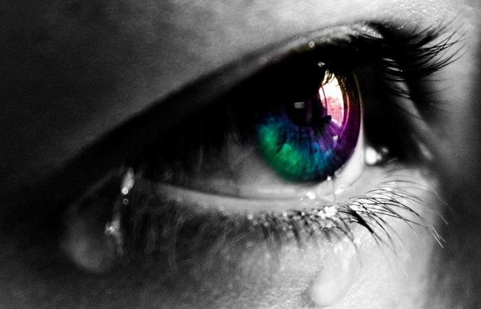Слезы - это улучшение настроения.