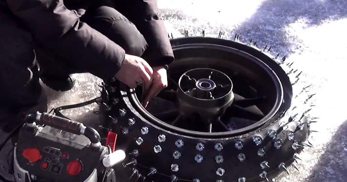 Шипованные колёса для супербайка.