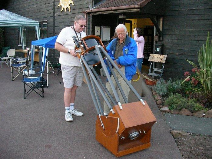Джон Добсон популяризовал астрономию.