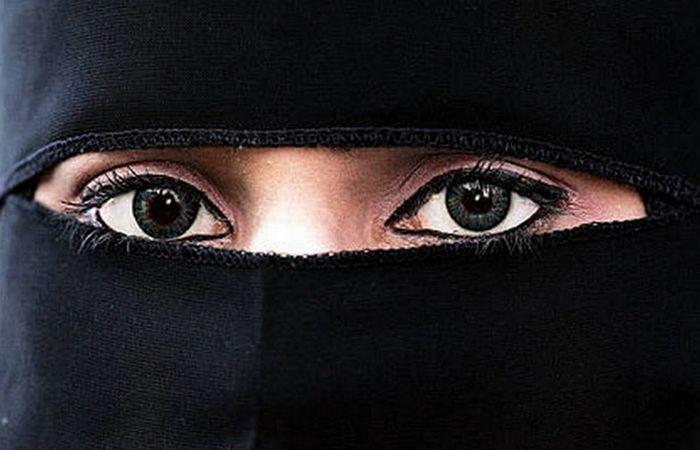Просто саудовская женщина.