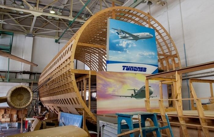 Деревянные самолёты на заводе Туполева.