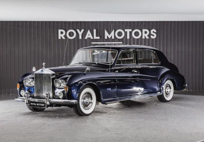 Статусный и статный Rolls-Royce Phantom V.