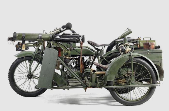 Мотоцикл с пулеметом Vickers.