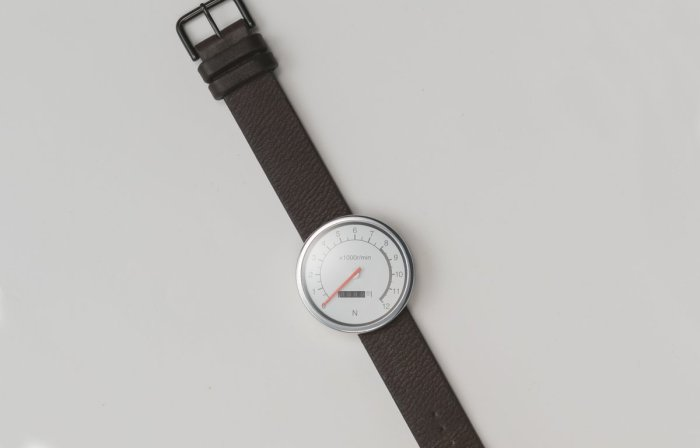 Часы-спидометр.