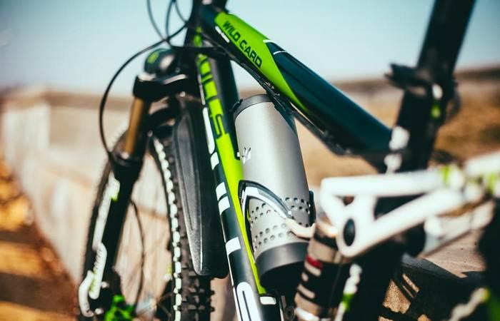Yecup 365 удобен на раме велосипеда.