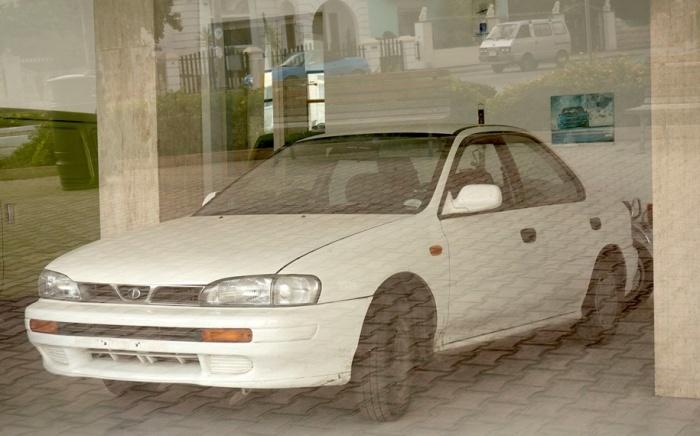 Эти Subaru так и стоят никому не нужные.