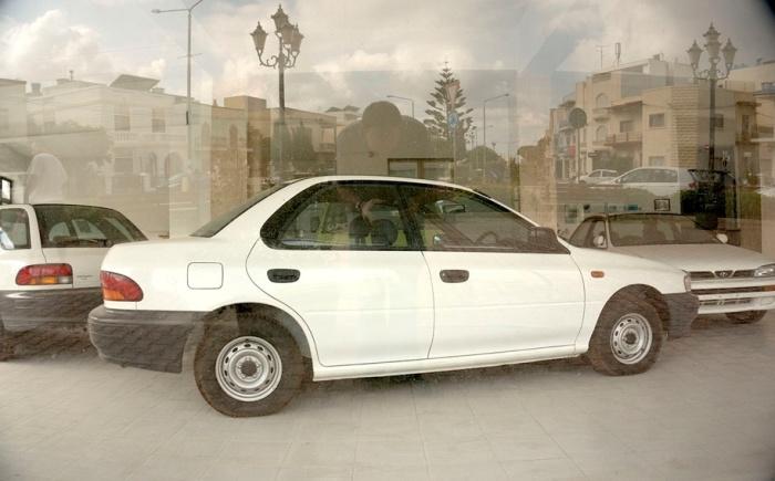 Местных жителей машины Subaru не интересуют.