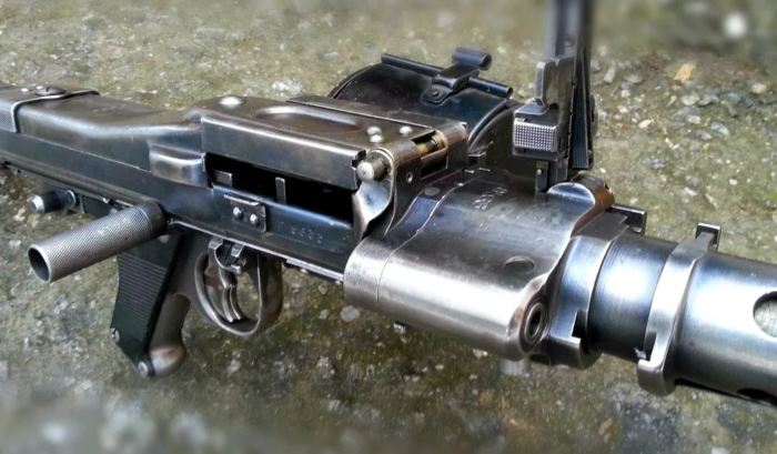 Один крючок - одиночные выстрелы, два крючка - автоматический огонь. ¦Фото: yandex.by.
