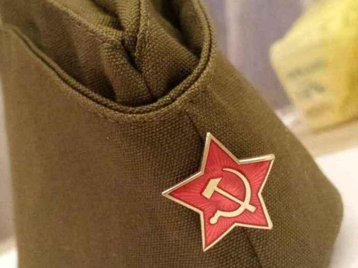 Зачем вообще была нужна пилотка?  Фото: storub.ru.