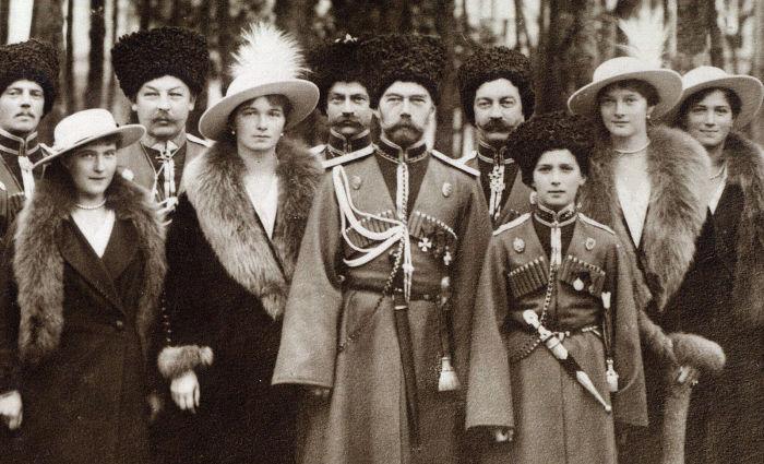 Постепенно папаха становилась все более модной, носили ее и офицеры, и цари. |Фото: sensum-club.pro.