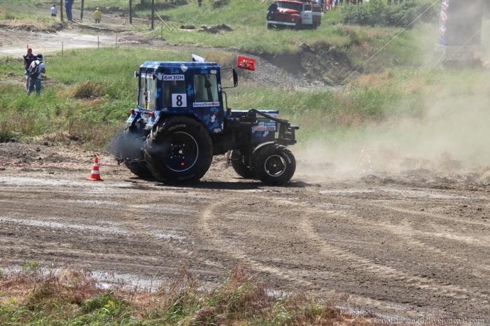 Трактор проедет везде. |Фото: livejournal.com.