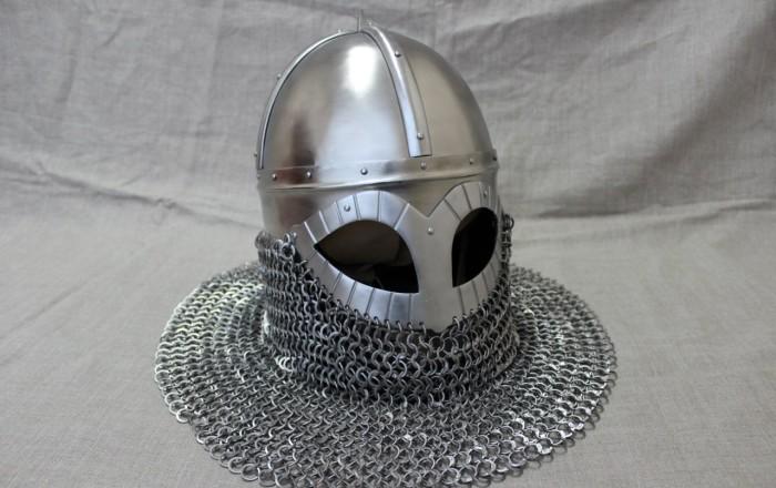 А вот уже средневековый шлем. |Фото: yaplakal.com.