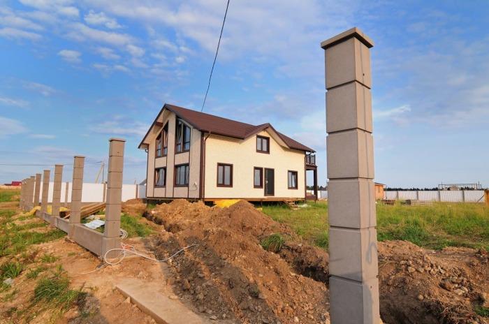 Или на бетонные столбы. ¦Фото: zbbr.ru.