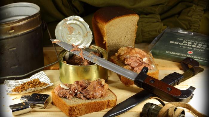 Ремень использовали вместо ножа. |Фото: youtube.com.