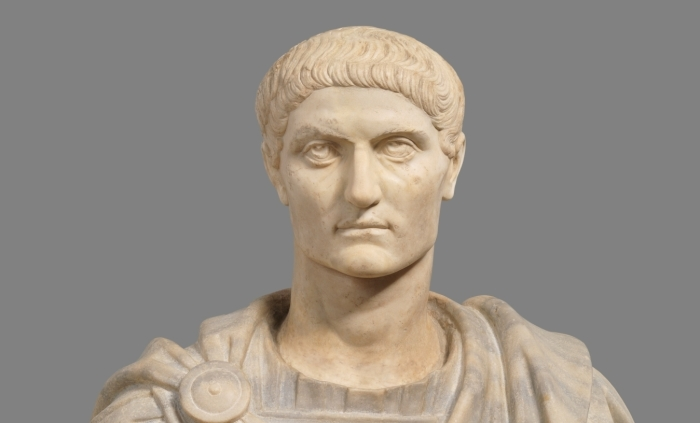 Константин Великий, после смерти Август. Сделал христианство одной из доминирующих религий империи. |Фото: zirveart.com.