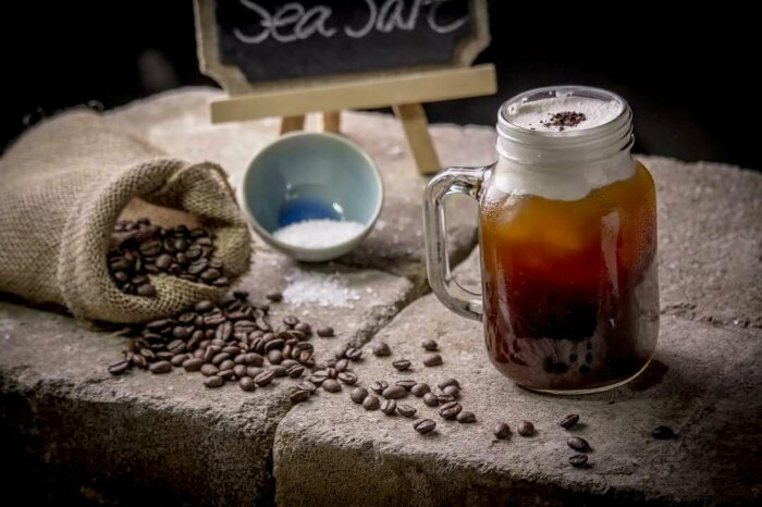 Некоторые ошибочно полагают, что кофе и соль не совместимы. |Фото: digs.net.