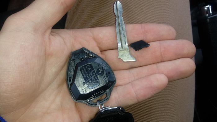 Сломанный ключ зажигания автомобиля. |Фото: drive2.com.