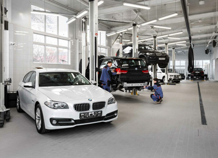 Баварские авто весьма дороги в вопросе ТО. |Фото: kenturion-service.ru.