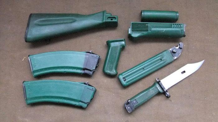 В набор также входил зеленый штык-нож и магазины соответствующего цвета. |Фото: allzip.org.