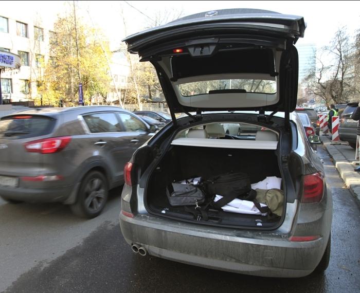 Скорее всего открыт багажник.