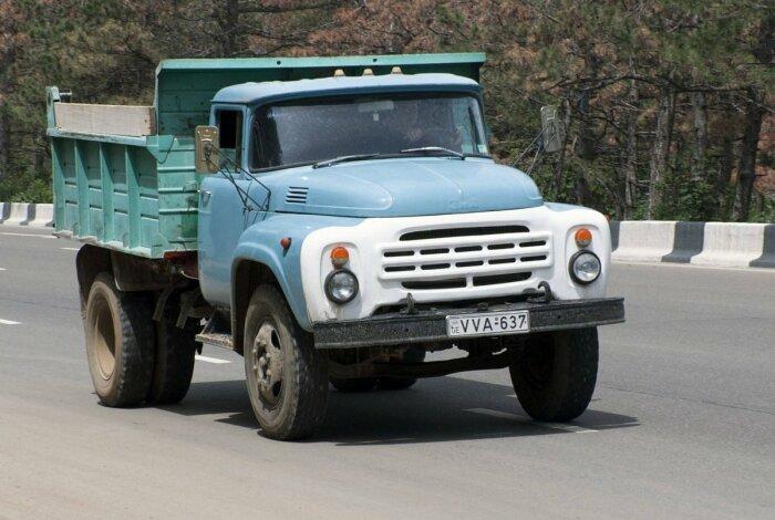 Не первый советский грузовик. |Фото: carsweek.ru.