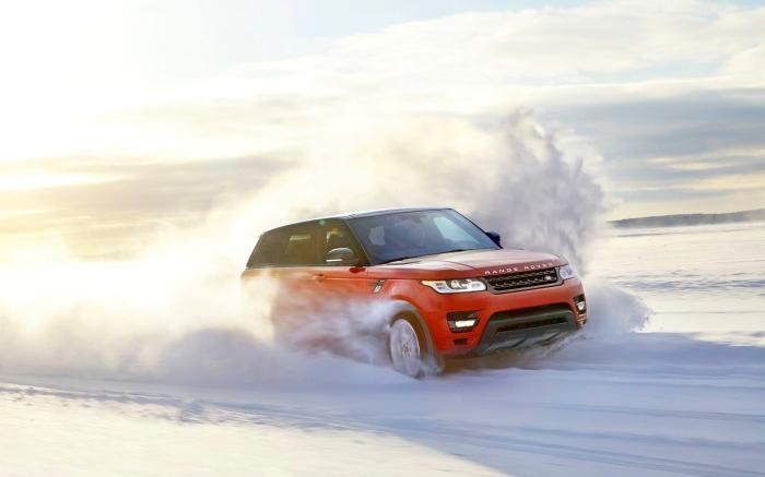Land Rover Range Rover - разумный выбор для зимних поездок.