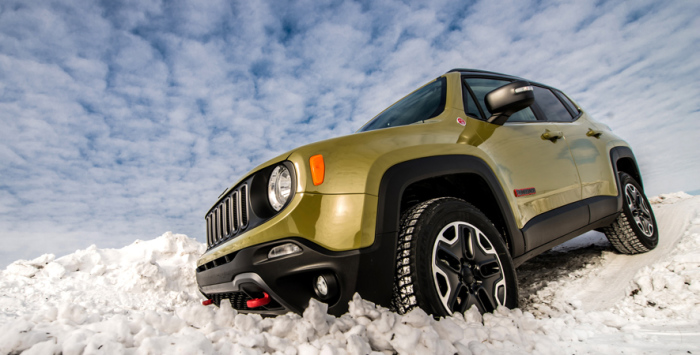 Jeep Renegade - автомобиль - красавец для самых сложных зимних дорог.