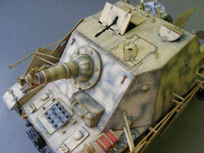 Игрушечная модель штурмового орудия Брумбар с циммеритовым покрытием. |Фото: rut.models-wmc.club.