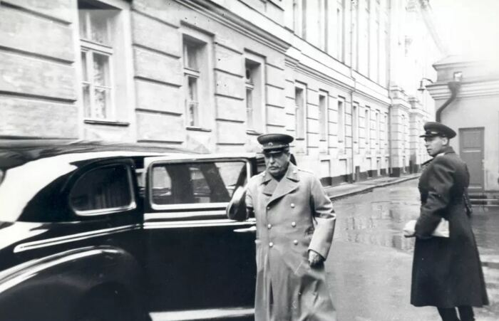 По нынешним меркам автомобиль достаточно скромный. |Фото: ya.ru.