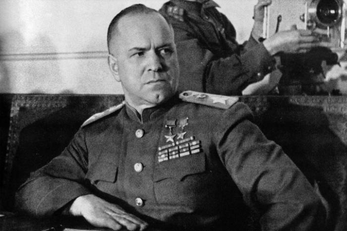 У Жукова было 4 звезды.  Фото: topdialog.ru.