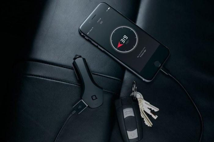 Zus - автомобильный хаб со смартфонным функционалом.