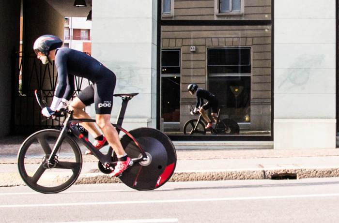 Велосипед, разгоняющийся без усилий.