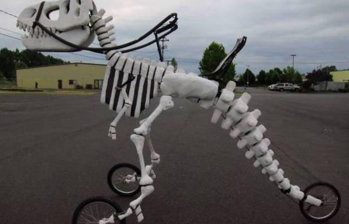 Велосипед-динозавр для весёлых прогулок.