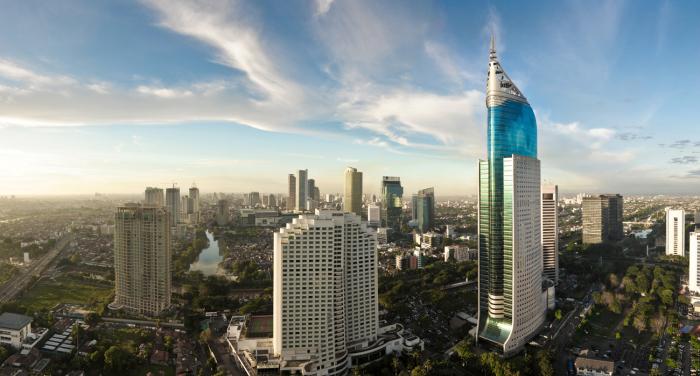 Джакарта - столица с населением 10 млн человек.