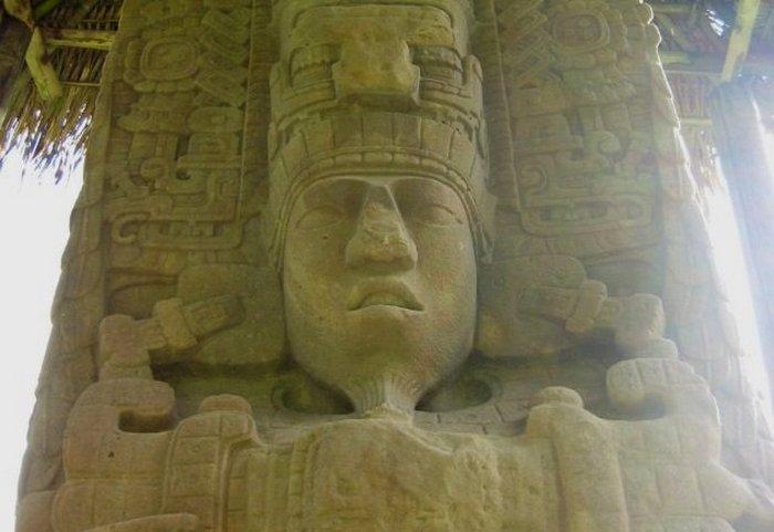 Киригуа - постройка времён майя и дригие невероятные древности.
