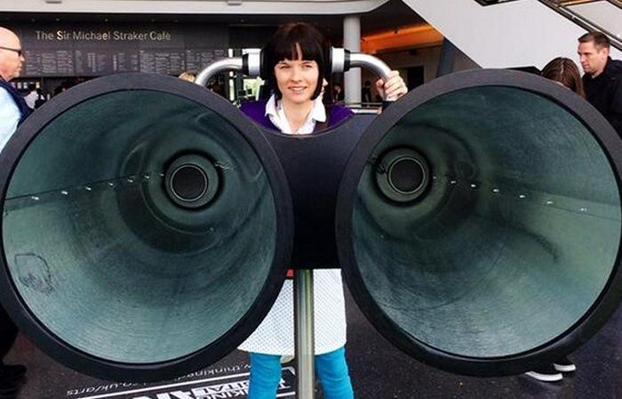 Гигантский бинокль, позволяющий туристам подслушивать достопримечательности.